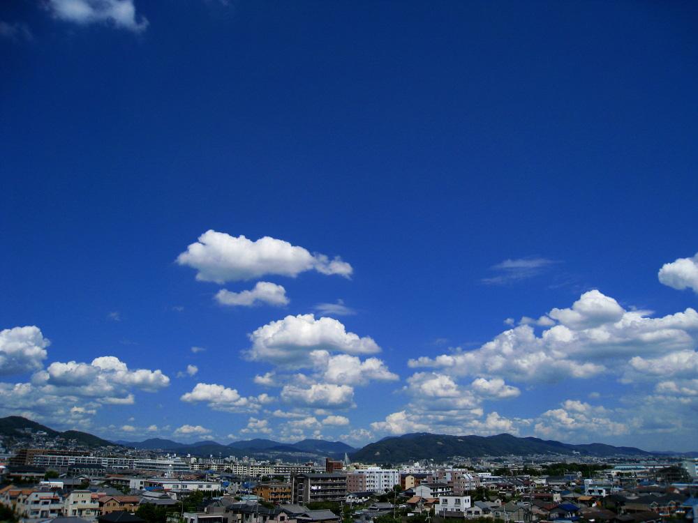 今日昼間・五月山方面の空@昼休み(by IXY DIGITAL 910IS)
