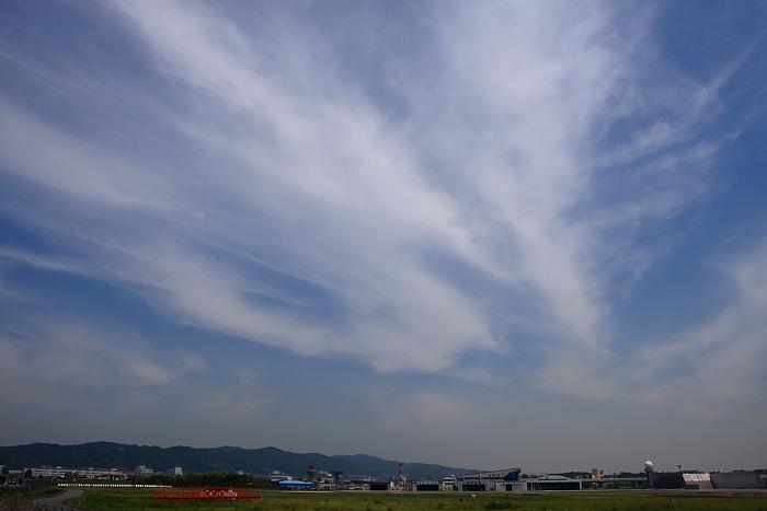 5月8日の空@RWY14Rエンド(by 40D with SIGMA 18-50/2.8EX DC)