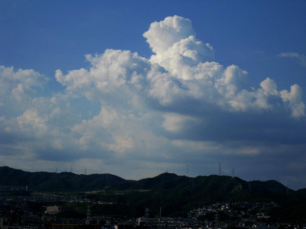 昼下りの空となんちゃって入道雲@会社(by IXY DIGITAL 910IS)