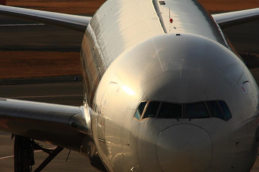 JAL B777-346 JAL124@大阪国際空港展望デッキ/ラ・ソーラ(by EOS40D with SIGMA APO 300mm F2.8 EX DG/HSM+APO TC2x EX DG)