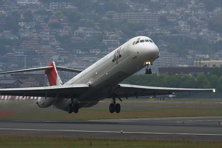 JAL MD-81@2009年5月5日・伊丹スカイパーク(by EOS40D with SIGMA APO300/2.8EX DG+APO TC2x)