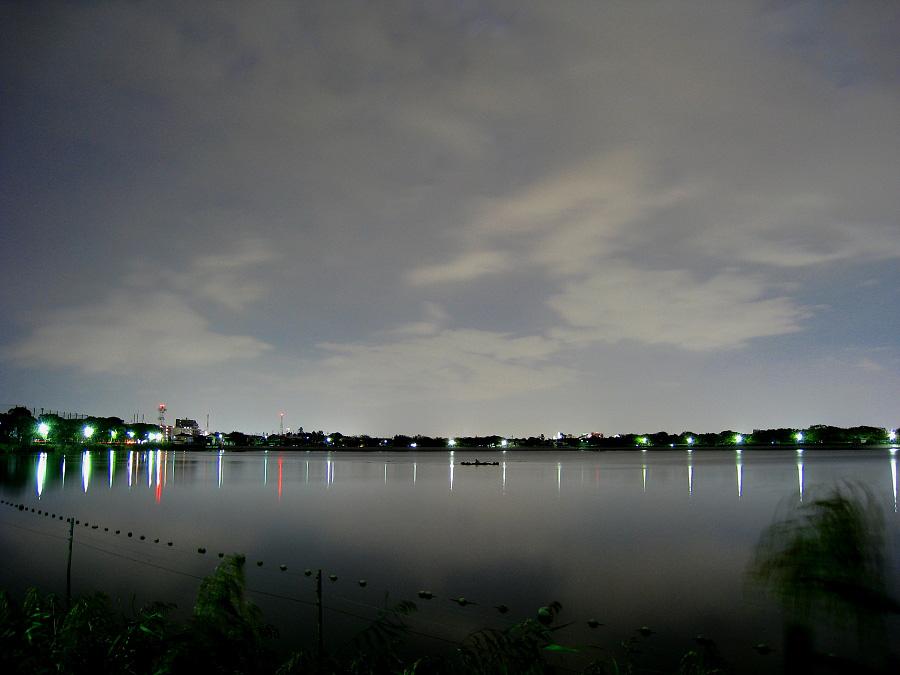 夜の瑞ヶ池と夜空(by IXY DIGITAL 910IS)