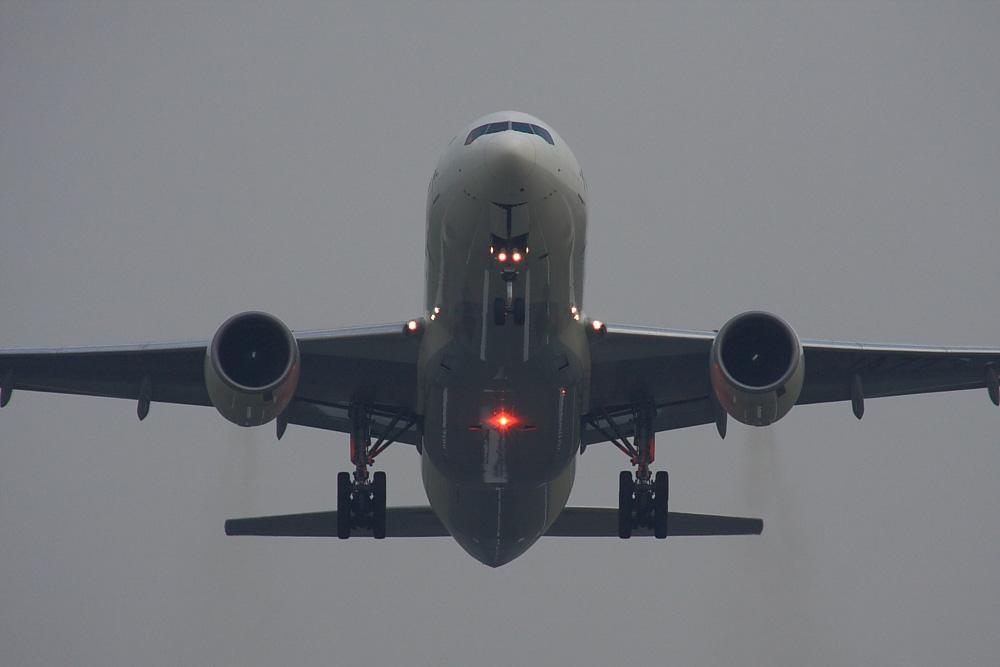 JAL B777-246 JAL128@RWY14Rエンド・猪名川土手(by 40D with SIGMA APO300/2.8EX DG+APO TC2x)