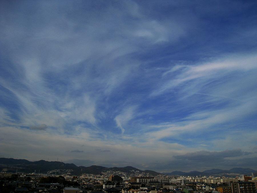 ちょっと息抜き(^^)昼下りの空(by IXY DIGITAL 910IS)