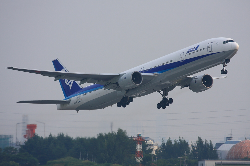 ANA B777-381 ANA34@下河原緑地公園展望デッキ(by 40D with EF100-400/4.5-5.6L IS)