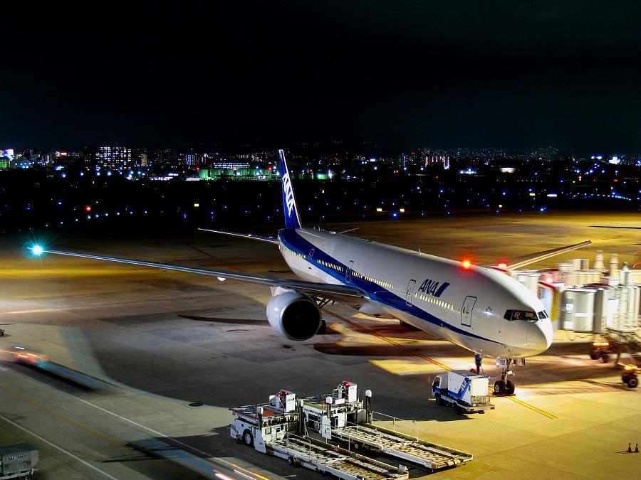 ANA B777-381ER ANA2179@大阪国際空港展望デッキ/ラ・ソーラ(by IXY DIGITAL 910IS)