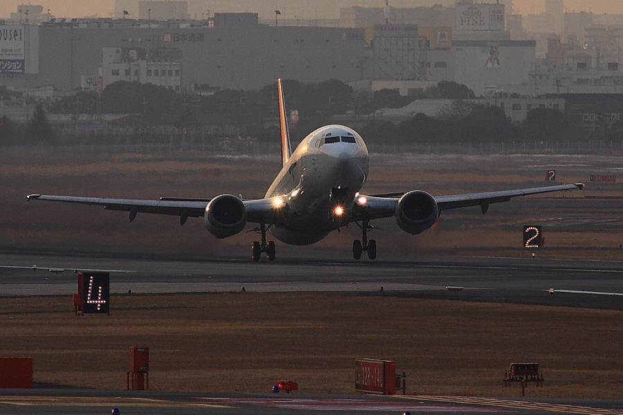 JEX B737-446 JEX2201@エアフロントオアシス下河原(by EOS40D with SIGMA APO 300mm F2.8 EX DG/HSM+APO TC2x EX DG)