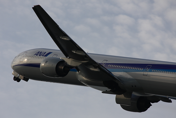 ANA B777-381 ANA34@リサイクルセンター周辺(by 40D with EF100-400/4.5-5.6L IS)