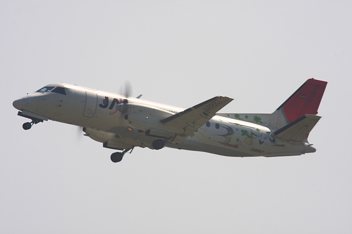 JAC SAAB340B JAC2321@RWY14Rエンド・猪名川土手(by 40D with SIGMA APO300/2.8EX DG+APO TC2x)