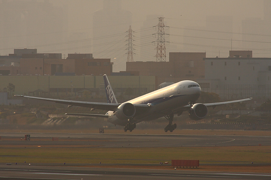 ANA B777-381ER ANA2176@下河原緑地公園展望デッキ(by EOS40D with SIGMA APO 300/2.8EX DG+APO TC2x)