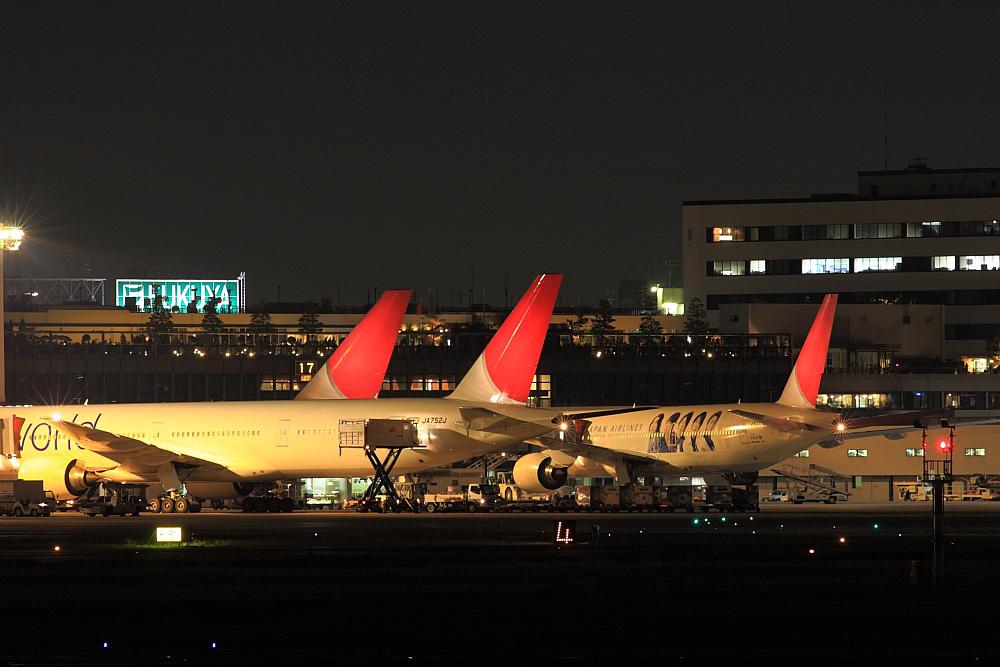 夜の北ターミナル@RWY14Rエンド・猪名川土手(by EOS40D with SIGMA APO300/2.8EX DG)