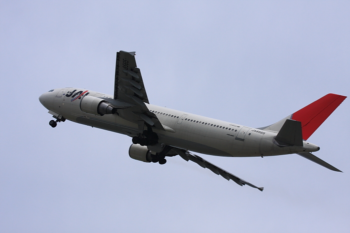 JAL A300-622R JAL114@子供文化科学館裏付近(by 40D with EF100-400/4.5-5.6L IS)