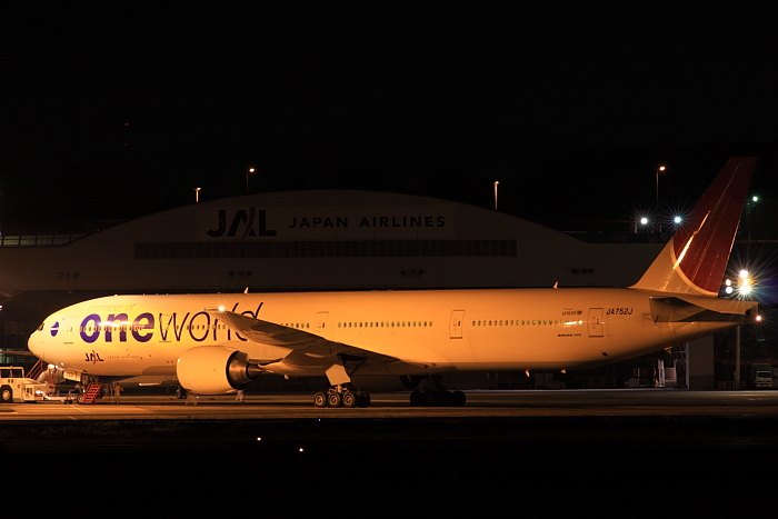 JAL B777-346 明朝JAL2081機材@RWY14Rエンド・猪名川土手(by 40D with SIGMA APO300/2.8EX DG)