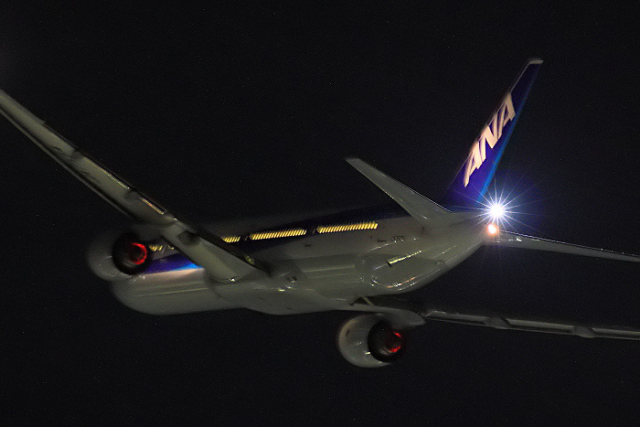 ANA B777-381 ANA40@RWY14Rエンド・猪名川土手(by 40D with SIGMA APO300/2.8EX DG)