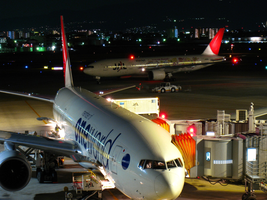 JAL B777-246 JAL133&JAL134@ラ・ソーラ(by IXY DIGITAL 910IS)