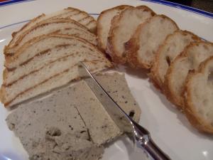 ブルーチーズとピータンのやつ