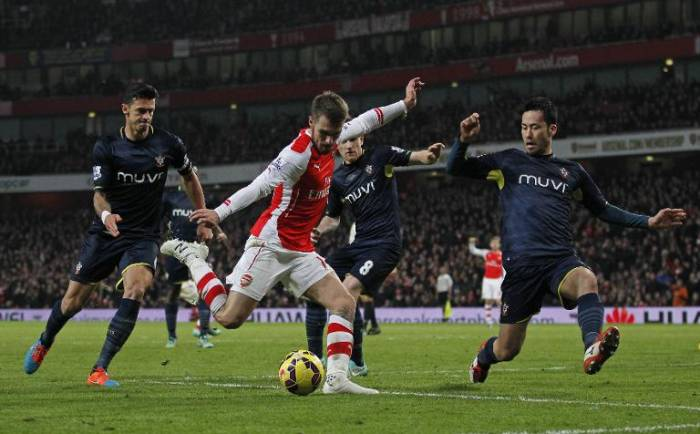 wpid-southamptons-japanese-defender-maya-yoshida-r-attempts-to-stop-the-cross-by-arsenal's-welsh-midfielder-aaron-ramsey-during-their-english-premier-league-football-match-in-london-on-december-3-2014