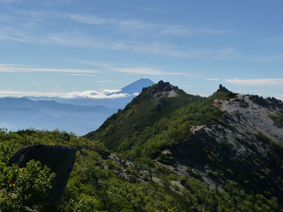富士山もまだ見えてるし。。