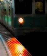 s地下鉄ホーム到着先頭0180