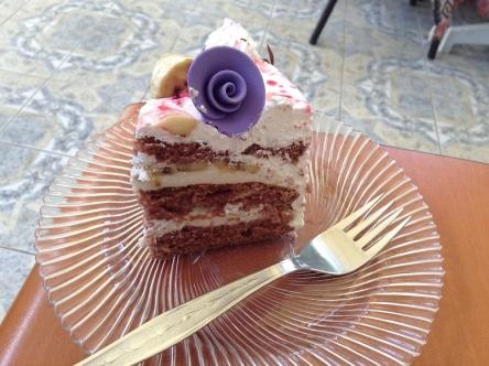 紫のは想像どおり粘土の味です