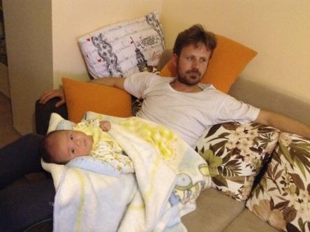 トルコの子供は足でゆらゆらされて育ちます