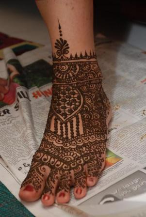 1302432228_187384401_1-Pictures-of--Mehendi-Henna-artist[1]