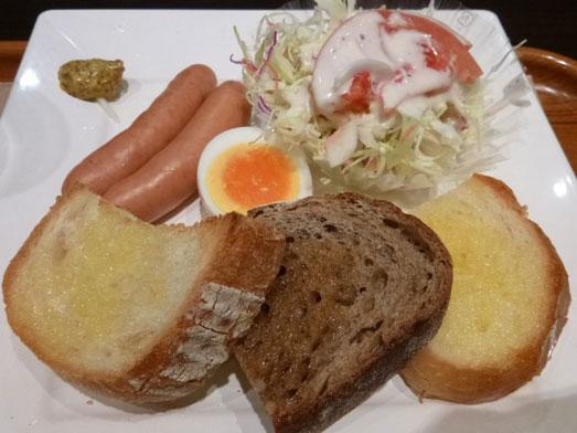 サンドッグイン神戸屋八重洲店モーニングパン食べ放題001