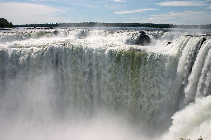 Garganta_del_Diablo_or_Devil_Throat_Iguazu_Falls_Argentina_Luca_Galuzzi_2005.jpg