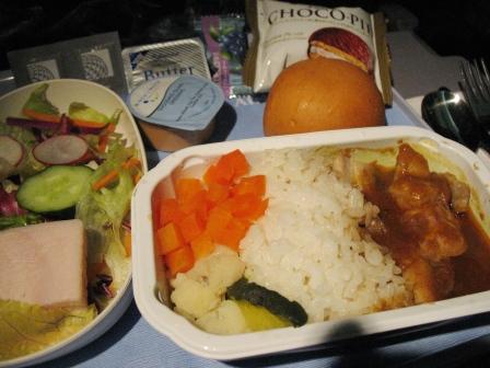 行きの機内食1