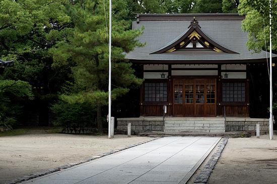 築地神社と拝殿