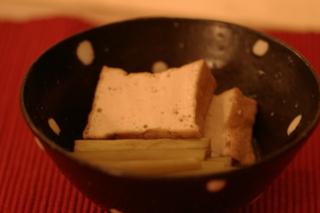 フキと厚揚げ豆腐