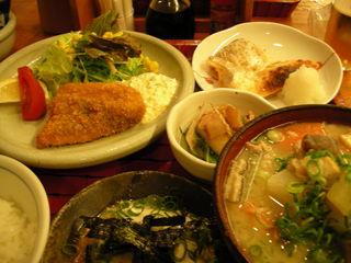 豚汁と鮭とスズキフライ定食