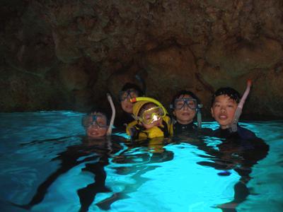 那覇発青の洞窟シュノーケリング