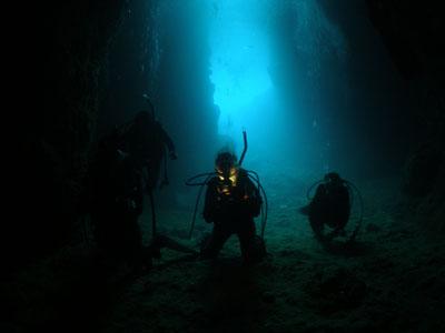 那覇出発青の洞窟ファンダイビング