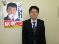 事務所で笑顔・遠藤秘書