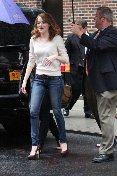 Actress+Emma+Stone+spotted+outside+studios+CLjZoBRtGUAl.jpg