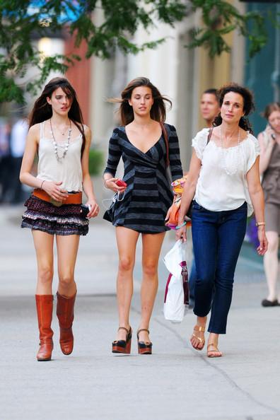 Andie+MacDowell+seen+shopping+SOHO+daughters+HvURte5734-l.jpg