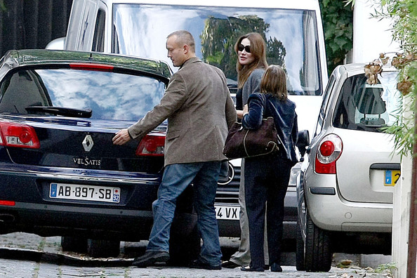 Carla+Bruni+Sarkozy+Carla+Bruni+Shops+Baby+mVQDJzs-SoEl.jpg