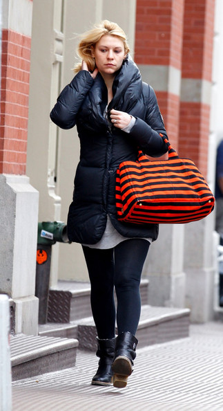 Claire+Danes+looks+bad+hair+day+spotted+strolling+4l-zaFL0M0Bl.jpg