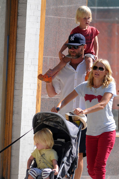 Couple+Naomi+Watts+Liev+Schreiber+enjoy+New+5eSv98T-2-Gl.jpg