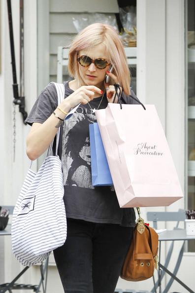 DJ+Fearne+Cotton+hits+shops+Notting+Hill+retail+z93Z5Htbj3Zl.jpg