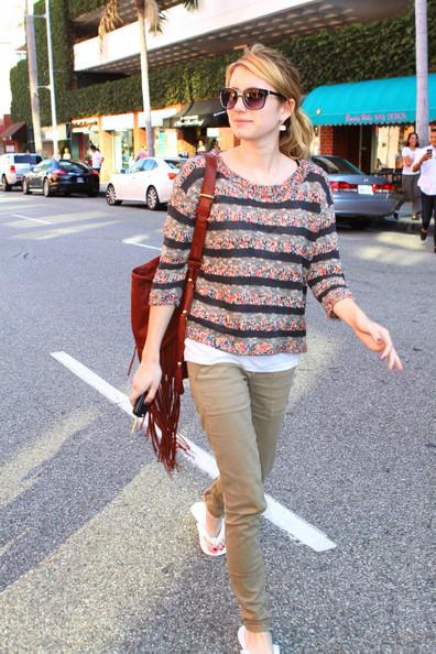 Emma+Roberts+takes+trip+nail+salon+Beverly+4HZAJZMYuIjl.jpg