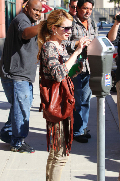 Emma+Roberts+takes+trip+nail+salon+Beverly+zoL2kkPqWqcl.jpg