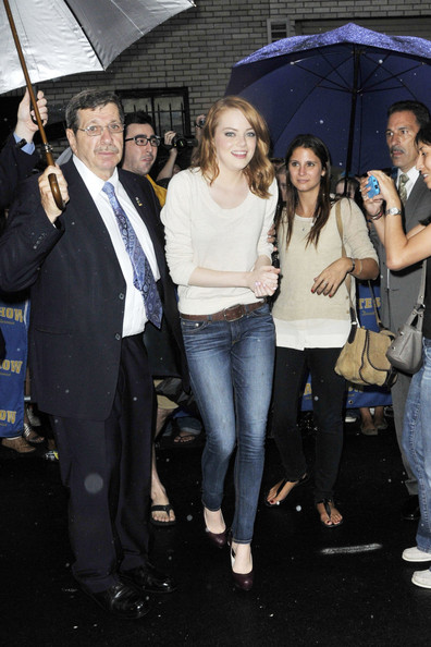 Emma+Stone+Actress+Emma+Stone+seen+walking+24aZOm8vmxzl.jpg