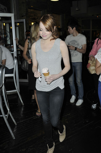 Emma+Stone+Emma+Stone+Out+Ice+Cream+NYC+GCR1q6-abbOl.jpg