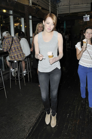 Emma+Stone+Emma+Stone+Out+Ice+Cream+NYC+f3XvGNBVp6tl.jpg