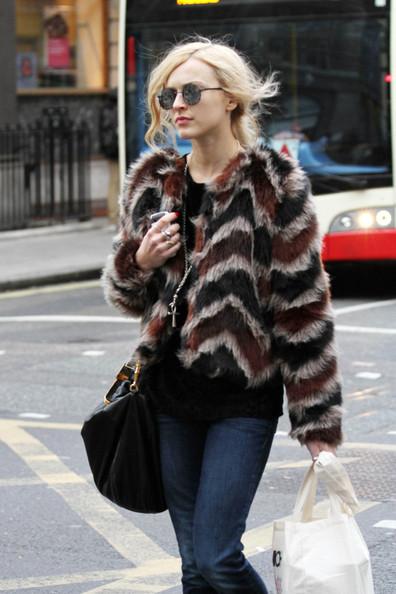 Fearne+Cotton+spotted+wearing+fur+coat+skinny+c3CzAqDtbinl.jpg