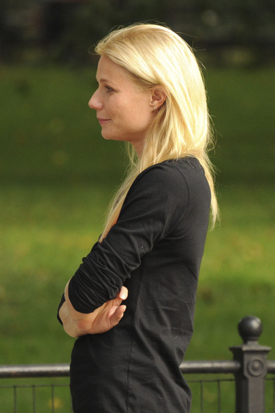 Gwyneth+Paltrow+films+scenes+Thanks+Sharing+ba2-uPO8-e4l.jpg