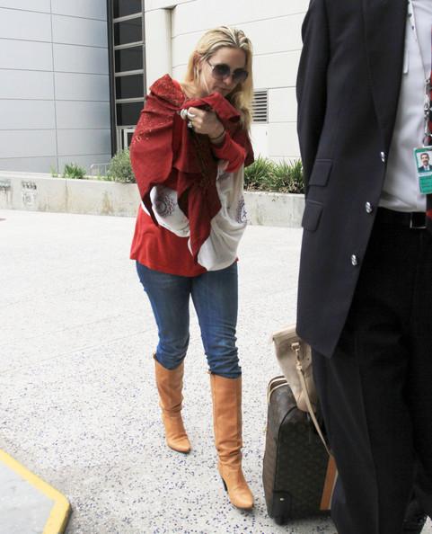 Kate+Hudson+Bingham+Arriving+LAX+Airport+HhqeqILCdt5l.jpg