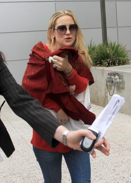 Kate+Hudson+Bingham+Arriving+LAX+Airport+fB8HZGx647Il.jpg